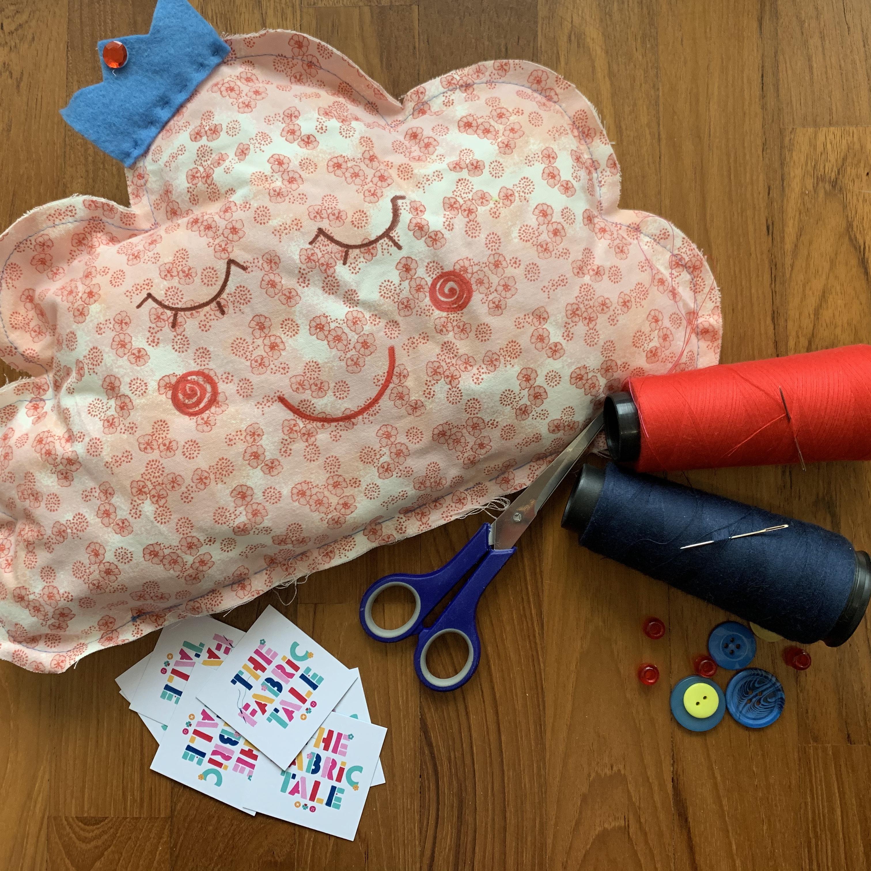 Sabato 8 Febbraio – Laboratorio Taglio e Cucito – Cuscino a forma di Stella, Cuore o Nuvola! – Spazio Ars e The Fabric Tale