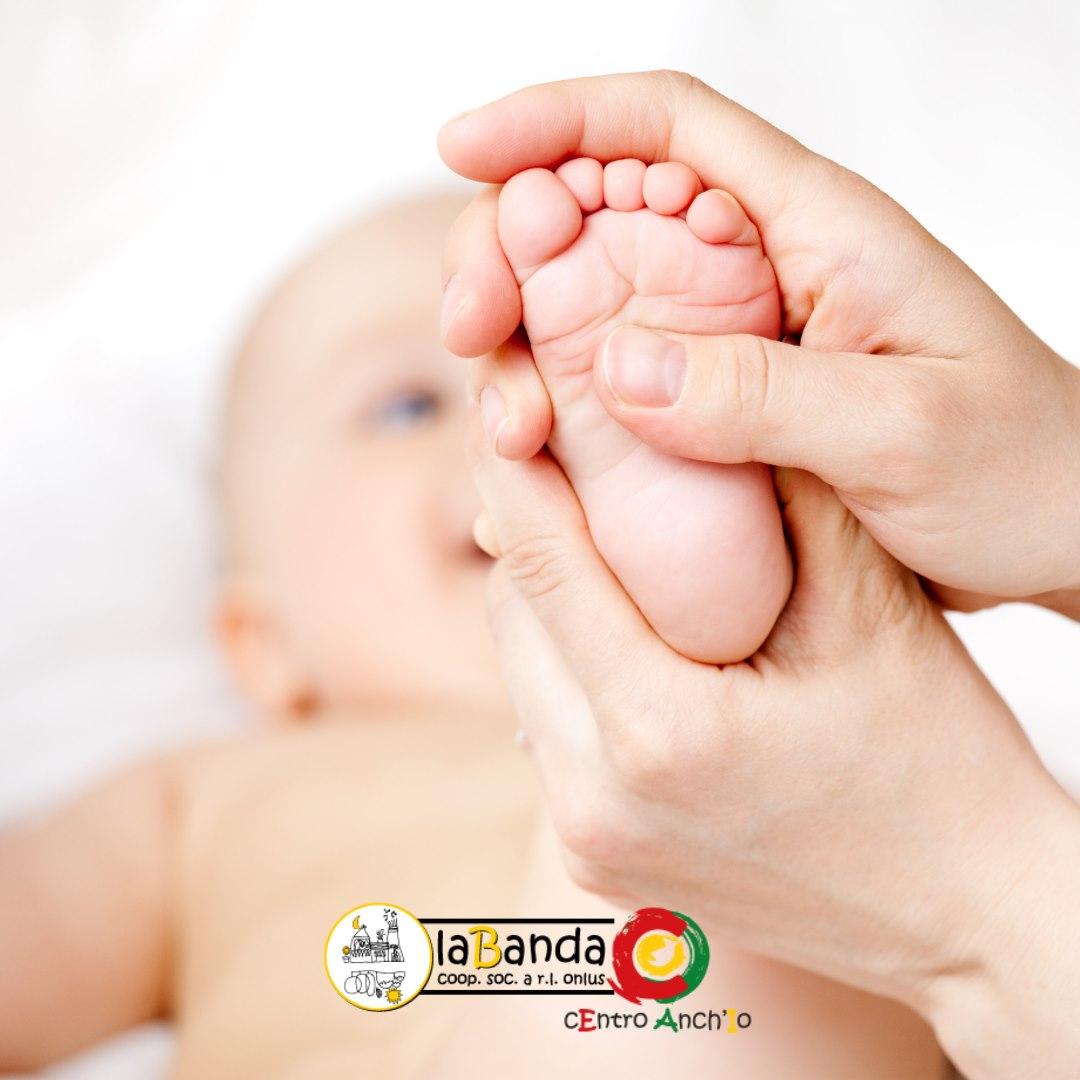 Due iniziative bellissime per vivere in profondità l'essere genitore: Massaggio Infantile e Portare i Piccoli!